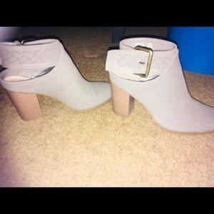 American Eagle heels